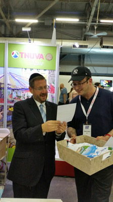 MK Dov Lipman drawing Tnuva raffle for web.jpg