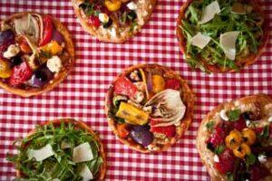 deluxe mini pizzas