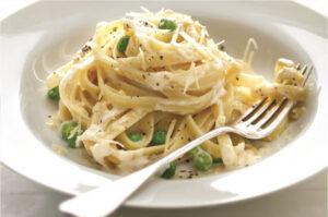Fettuccine-Alfredo-with-Peas